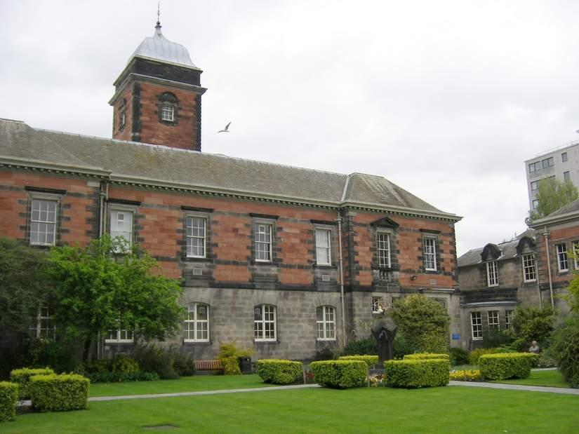 Гуманитарные стипендии для иностранных студентов от University of Dundee в 2017