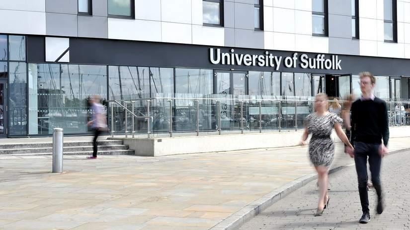 Стипендии для иностранных студентов от University of Suffolk в 2018-2019
